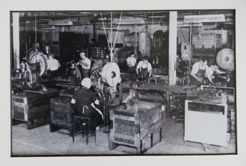 Cyclops Toy Factory_workers