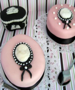 Cameo cakes2