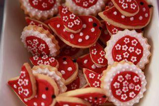 Red birdie cookies