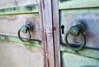 Crypt handles