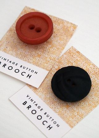 Vintage button brooches_C,E_macro