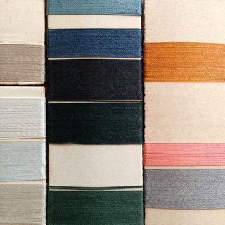 Silk threads_green+gold_macro